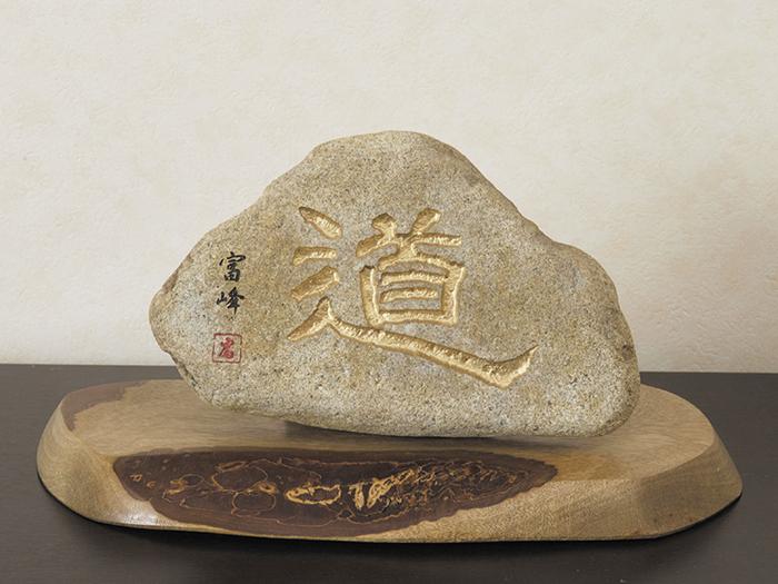 石で造られたオブジェ